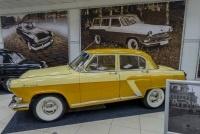 В музее советского автопрома открылась выставка живописи и фотографии «Дорожное полотно»