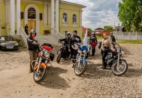 Девушки-мотоциклистки посетили Никольский женский монастырь в г. Приволжск
